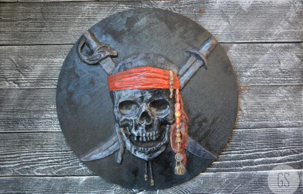 Барельеф «Пираты Карибского моря»