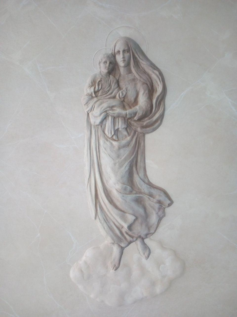 Дева Мария с младенцем барельеф