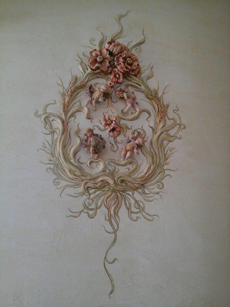 Цветочный барельеф розы